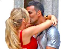 Akshay Kumar And Denise Richards Kissing Seen